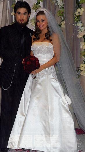 Свадебное платьеКармен Электры от Badgley Mischka